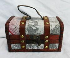 Il design Vecchio Stile Mappa in Legno Pirata Petto/Cabina Bagagliaio Ciondolo Box-NUOVO