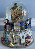 Bloomingdales NYC Snow Globe Central Park Musical LIGHTS Twin Towers Wonderland