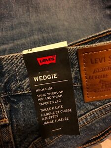 Levi's Womens Wedgie Blue Denim High Rise Tapered Leg Jeans 27 brand new