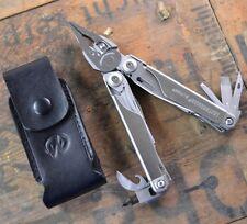 Leatherman SURGE Edelstahl Multitool Zange mit Werkzeug Premium-Holster 178100