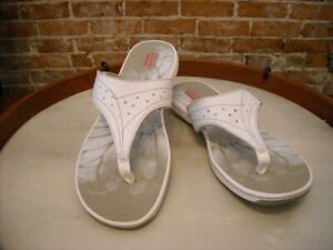 Clarks White Brinkley Star Sporty Thong Sandals 12 NEW