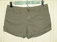 Dollhouse Juniors Size 5 (29) Green Cuffed Casual Shorts 75-14945