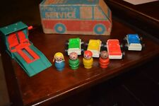 FISHER PRICE LITTLE PEOPLE PLAY FAMILY SERVICE # 930 ACTION GARAGE SET A
