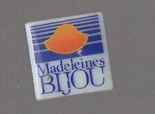 pin's porcelaine - les madeleines Bijou / Signé Thosca Limoges france
