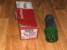 prise courant electrique etanche Triphasé 16A Amperes legrand Hypra 52331