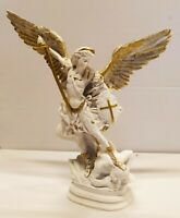 Estatua De San Miguel Arcángel CM 35 IN Resina Blanca y Dorado Decoro Artesanía