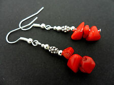 Una bella coppia di Corallo Rosso Chips DANGLY ORECCHINI. nuovi.