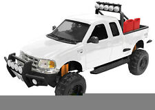 New Motormax - 2001 Ford F-150 XLT Flareside SuperCab White 1:24 - 79132
