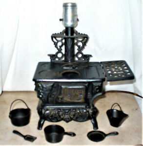 Vintage QUEEN Cast Iron Mini Stove LAMP With Accessories Salesman Sample Toy