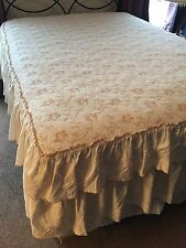 D KWITMAN AND SON FULL SIZE BEDSPREAD FLORAL EMBROIDERED IVORY DOUBLE RUFFLE