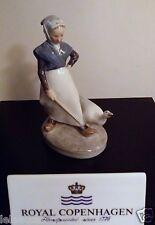Royal Copenhagen Figurine no.528 - Goose Girl Small - Royal Copenhagen Statuina