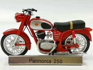 1:24 Atlas Pannonia 250 Red motorcycle model