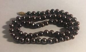 VINAGE BLACK PEARL W/14K YELLOW CLASP NECKLACE & BRACELET WITH A FIC HALLMARK