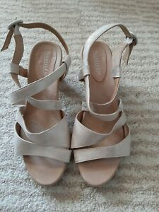 Kumfs/Ziera strappy silver heels 39W