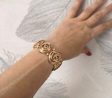 Pretty 2.5cm wide matt gold tone & diamante swirl design elasticated bracelet