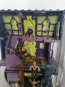 SCOOBY DOO HAUNTED MANSION/HOUSE PLAYSET & 5 FIGURES/Collectable