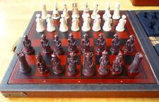 Excelente Antiguo Madera Collecton popular China Caja de cuero con 32 piezas juego de ajedrez