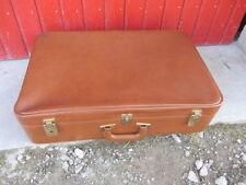 ancien grande grande valise skaï marron, idéale déco théâtre, boutique,etc...