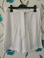 Ladies White Crinkle Tie Front SHORTS Size 16 by FLORENCE & FRED New Tagged