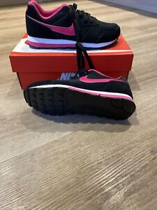 Nike MD Runner 2 Size 4 Black And Pink