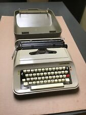 VINTAGE 1970'S UNDERWOOD 319 PORTABLE MANUAL  TYPEWRITER WITH CASE SPAIN