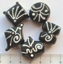 5 x black and white unusual, lampwork glass beads, approx 20 mm,40 gms  43