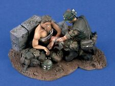 Verlinden 1/35 USMC Marines Vietnam War Combat Medic Treatment (2 Figures) 1430