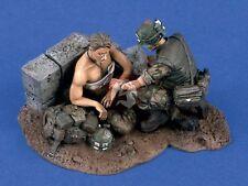Verlinden 1/35 USMC Marines Vietnam War Combat Medic Treatment (2 Figures) 1430