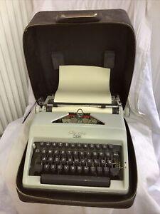 """Olympia """"Monica"""" mechanische Schreibmaschine Vintage im Koffer funktionsfähig"""