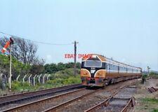 PHOTO  IRISH RAILWAY - CIE LOCO NO  6104 130 BALBRIGGAN 08.05.1992