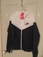 NIKE BLACK AND WHITE LADIES SPRAY JACKET NEW WITH TAGS