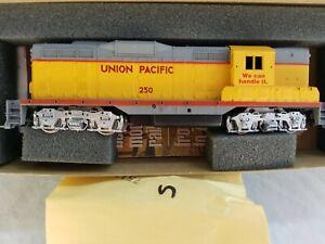 ATHEARN HO BLUE BOX UNION PACIFIC GP-9 No. 250 - POWERED, RUNS GOOD - N.O.S.