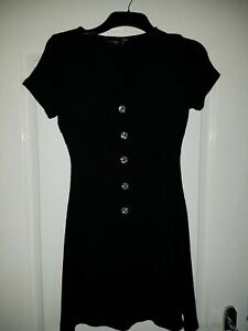 Ladies Black crinkle Dress with buttons, Size 8-10  Good Condition.