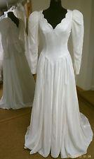 Winter Wonderland White Velvet Vintage Wedding Dress Size 8-10. Chapel Train