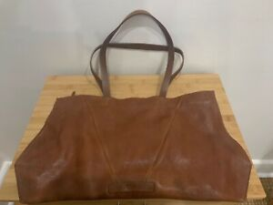 Elk leather shoulder bag, excellent pre-owned condition. Perfect 'carry all'.