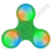 VERDE Tri-Wing LED LUCI Fidget dito Spinner LATO FOCUS EDC CUSCINETTO IN ACCIAIO UK