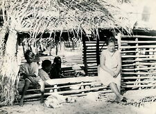 TAHITI c. 1940 - Aux Iles Tuamotu - T 111