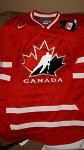 TEAM CANADA 2013 WOMENS WORLD CHAMPIONSHIP TEAM AUTOGRAPHED TEAM JERSEY RARE