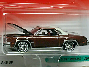 Johnny Lightning Super 70s Serie 1976 Olds Cutlass Supreme (Brown)