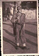 FOTO ANNI '50/'60 MILITARE ESERCITO ITALIANO DI SENTINELLA CON FUCILE C10-269
