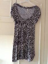 Ladies Black/ White zebra Print dress Size 8 . Low round neck.