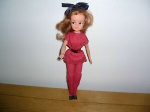 LOVELY VINTAGE TITIAN/AUBURN HAIR SINDY DOLL, OUTFIT, SHOES + COAT