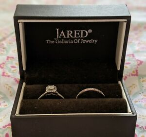 Jared 14k White Gold Diamond Engagement Ring with band .Ring Size 6.Pre-owned.