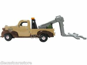 MotorMax 1941 PLYMOUTH TOW TRUCK Brown 1/24 New With Box Diecast cars 75342AC