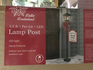 WINTER WONDERLAND 5.6 FT PRE LIT LED LAMP POST