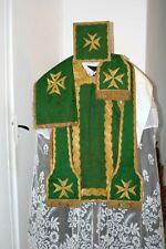 Chasuble Romaine de prêtre verte complète en soie brochée de fleurs début XIXe