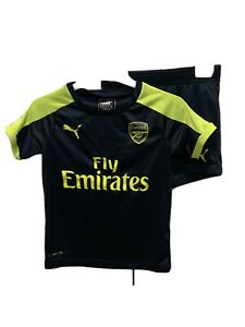 Puma Arsenal boys soccer jersey and shorts size 5 to 6 years