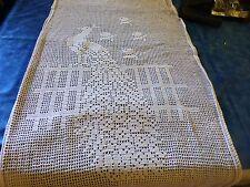 1m,70x 0,44  rideau fait main crochet ,coton blanc le paon sur la barriére