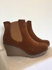New Women's Wedge Ankle Boot With Elastic Side Panels Size 8 Cognac