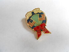 Poignant Vintage 1992 - 1993 Md Memorial Day Wreath Us Flags & Doves Pin Pinback